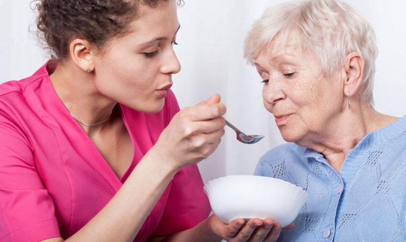 Aiuto e somministrazione pasti e diete specifiche
